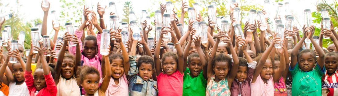 Children receive water bottles from Project Tatirano
