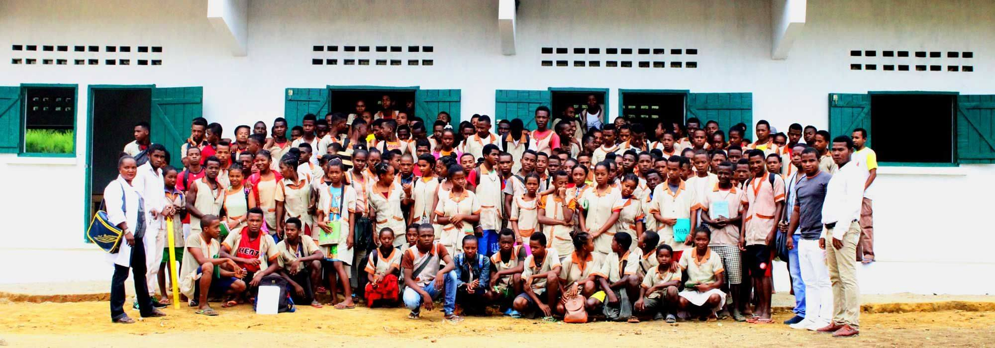 Ranomafana Lycee school finished with kids and teachers outside